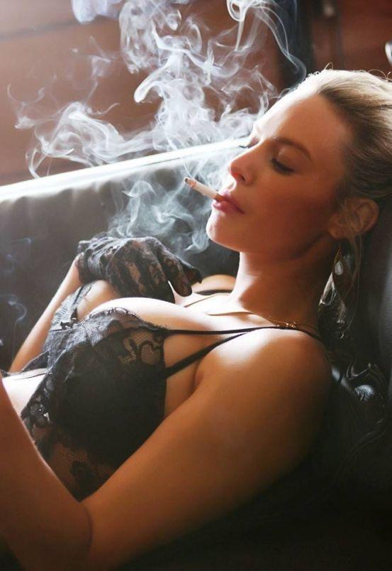 этом лесби курят много дыма ужасный фильм,если его